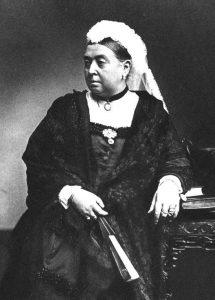 Queen Victoria in choker in 1890